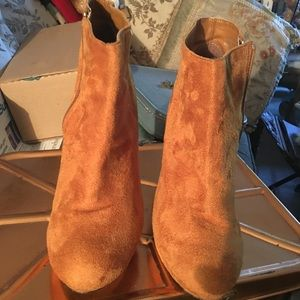 Boots, ankle mustard